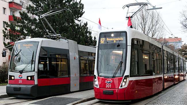 """Die """"Flexity""""-Straßenbahn absolvierte ihre erste Fahrt"""