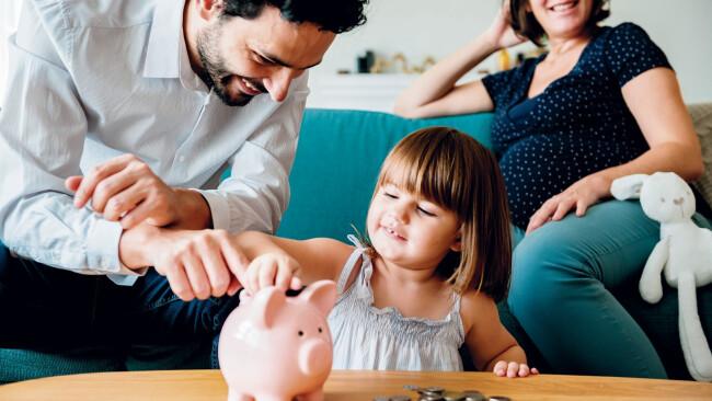 Familie Finanzierung Sparen Symbolbild