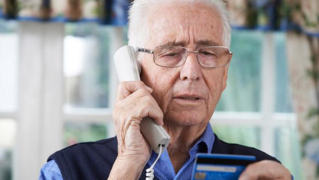 Telefonbetrug Telefonbetrüger Neffentrick Betrug Senior Pensionist Symbolbild