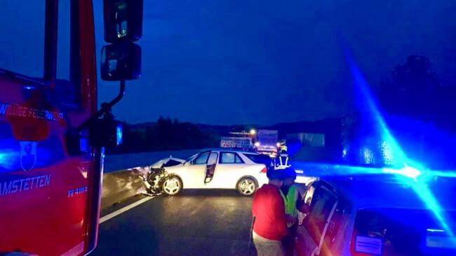 Verkehrsunfall mit mehreren beteiligten Fahrzeugen Westautobahn Amstetten