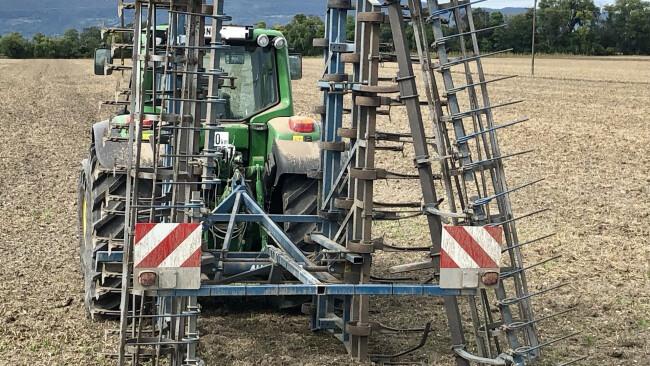 Pkw prallte auf Traktor-Anhänger auf Trumau Münchendorf