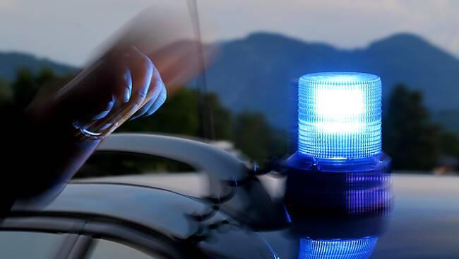 Die Polizei fahndet nach einem etwa 55-jährigen Mann