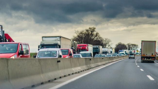 Stau Autobahn Verkehr Verkehrsstau Symbolbild
