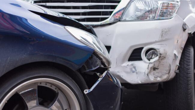 Kollision Unfall SUV Verkehrsunfall Symbolbild