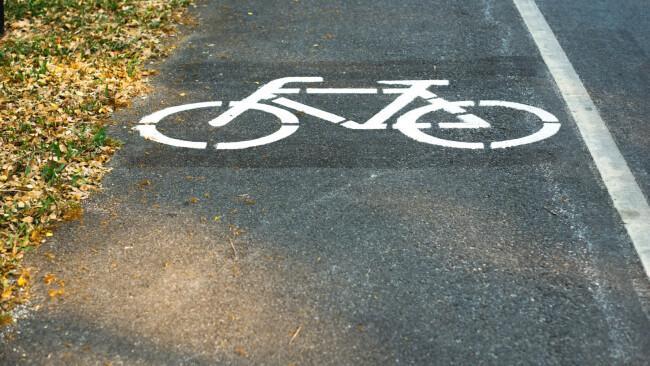 Symbolbild Rad Fahrrad Fahrradweg Radweg Radfahrer
