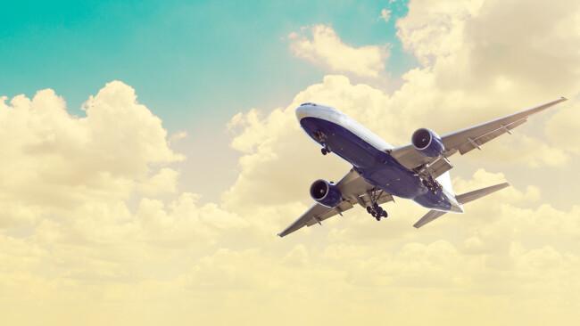 Symbolbild Flugzeug fliegen