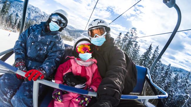 Winterurlaub Skifahren Symbolbild