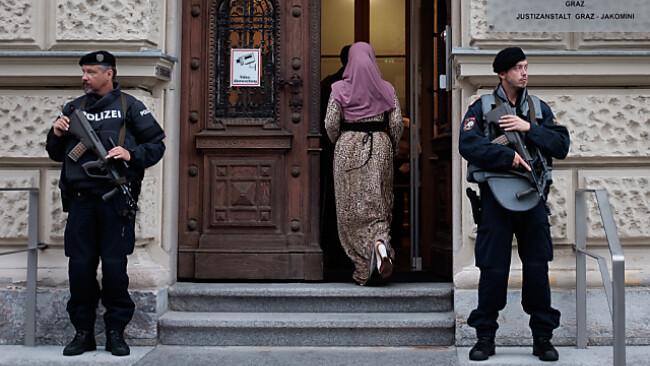 Prediger und mutmaßlicher IS-Kämpfer vor Gericht