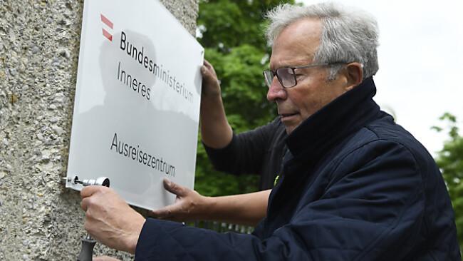 Vor einigen Tagen demontierte Ferry Maier (ÖVP) einige Schilder
