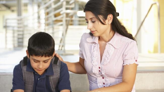 Schüler Mutter Streit Schule Traurig Mama Sohn