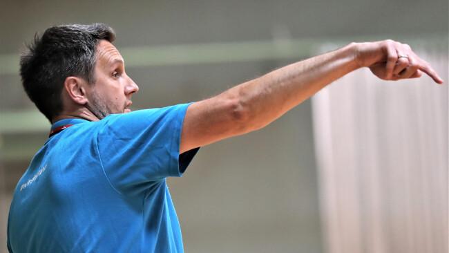Erleichterung in Hollabrunn: Coach Ivica Belas wird die Bundesligaherren weiter trainieren.
