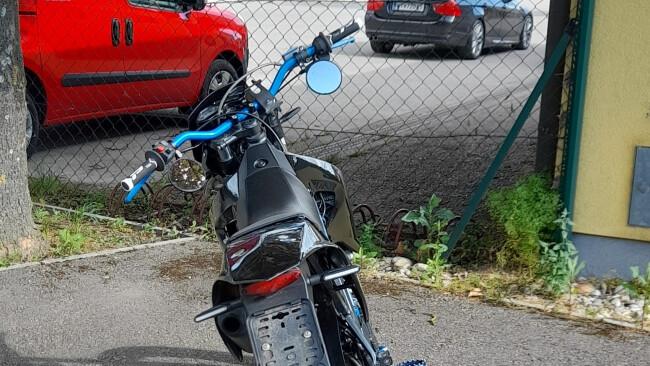 440_0008_8102662_hol24_hol_moped.jpg