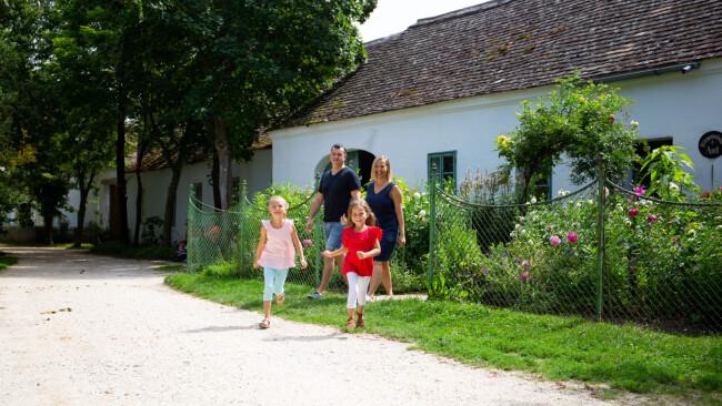 Familien im Museumsdorf
