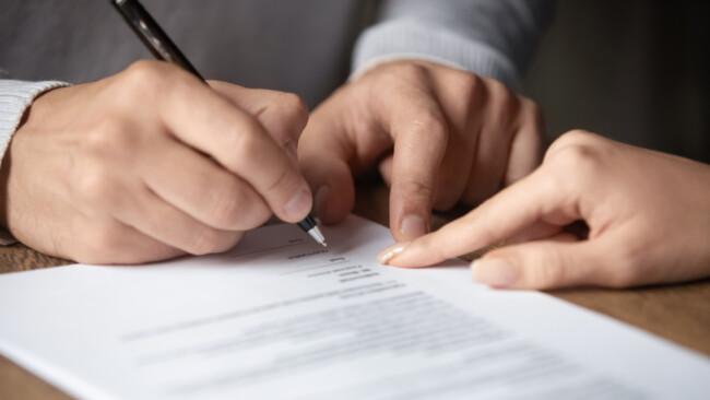 Symbolbild Verkauf Vertragsabschluss