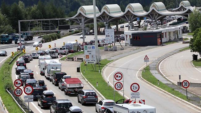 Längere Grenzwartezeiten sorgen für Staus