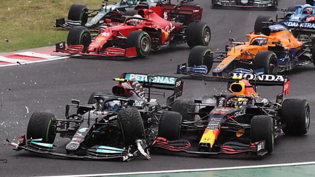 Bottas (l.) löste den Crash in der ersten Kurve aus