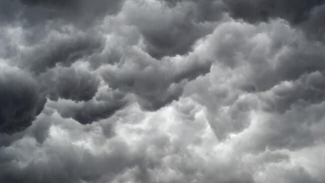 Schlechtwetter Gewitterwolken Unwetter Symbolbild