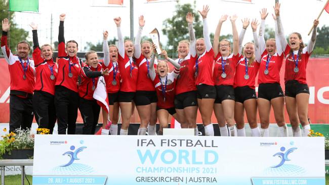 Marie Scharinger (ganz rechts) und das österreichische Unter-18-Nationalteam der Frauen.