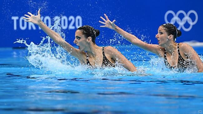 Eirini-Marina (l.) und Anna-Maria Alexandri liegen auf Rang sieben