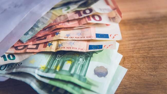 Bargeld Geldscheine Geld Banknoten Euro Symbolbild