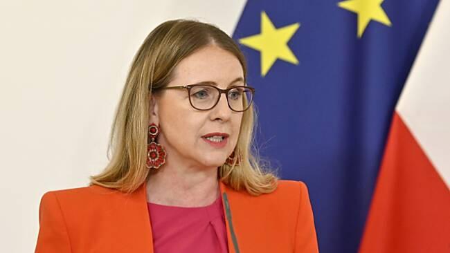 Wirtschaftsminsterin Schramböck beim Pressefoyer nach dem Ministerrat