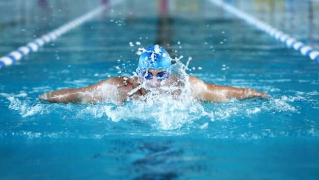 Schwimmer Schwimmen Symbolbild