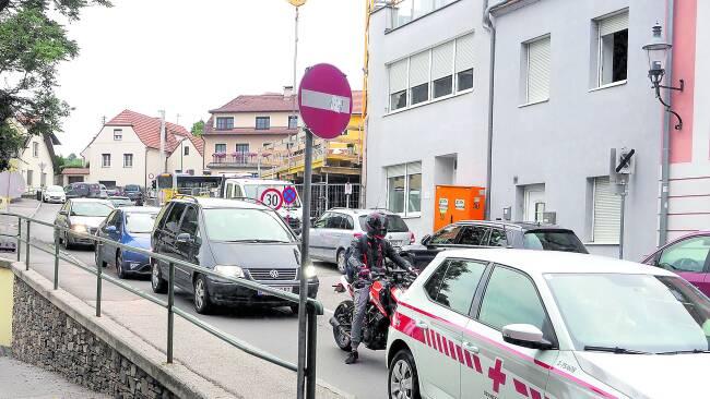 440_0008_8185578_kre38langenloiserstrasze_stau_kre.jpg