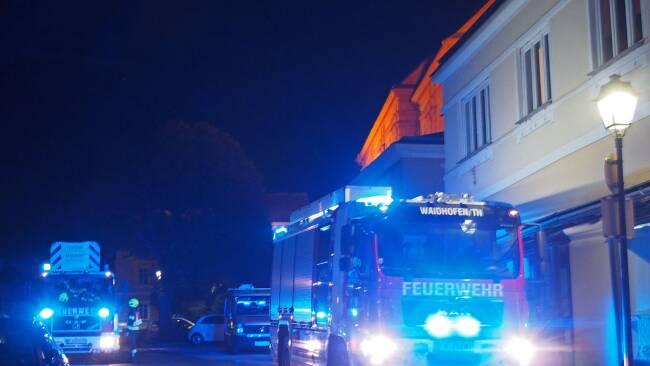 FF Waidhofen Einsatz Frau mit Rückenschmerzen