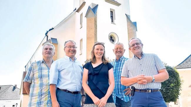 Vertreter des Katholischen Familienverbandes mit Pfarrer Hans Lagler bei der