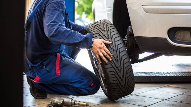 Winterreifen Reifenwechsel Autoreifen Reifen Symbolbild