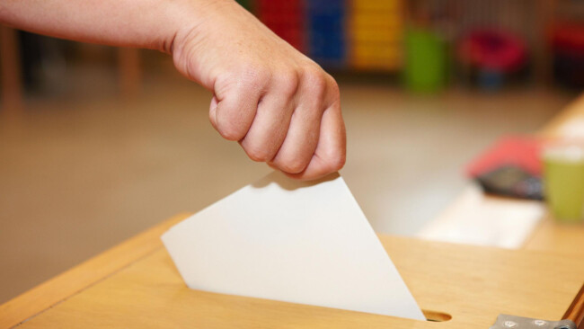 Wahl Wählen Urne Wahlurne Symbolbild