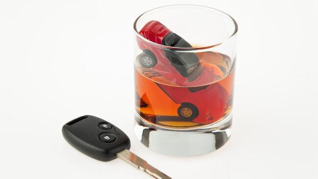 Alkohol und Auto. Alkolenker. Alkohol und Auto. Alkolenker. Betrunken Autofahren.