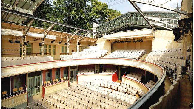 Sommerarena der Bühne Baden